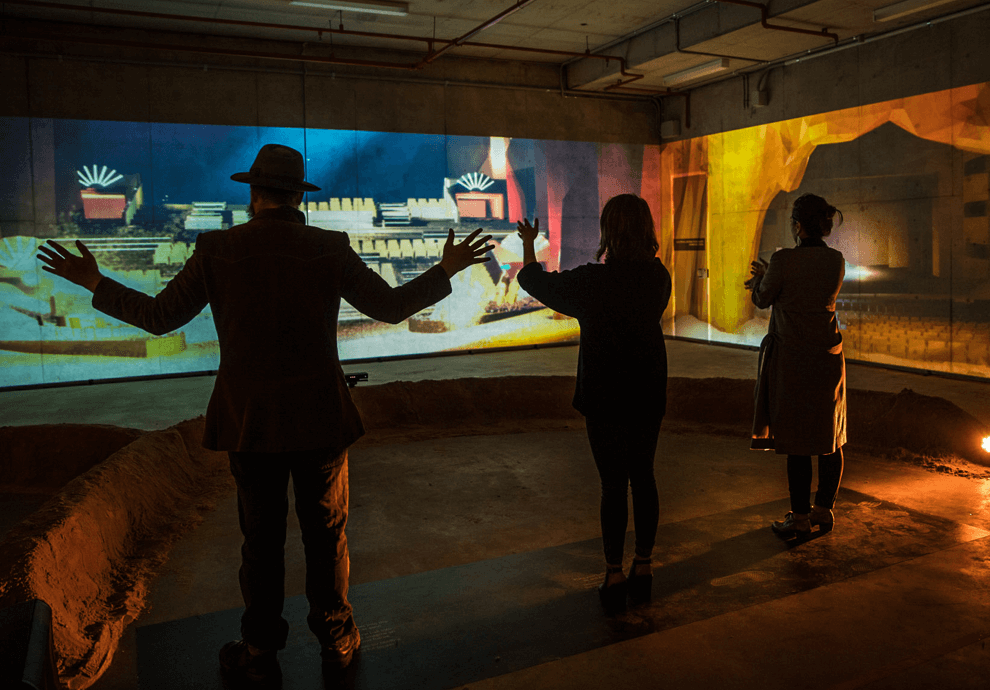 Interactive experience with surrounding projectors
